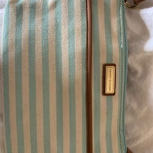 Tommy Hilfiger Striped Canvas Purse !! 🦋